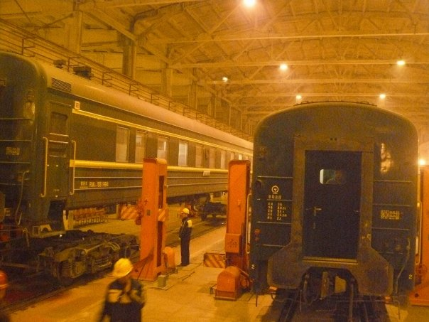 Changing the train bogies at the Mongolia / China border