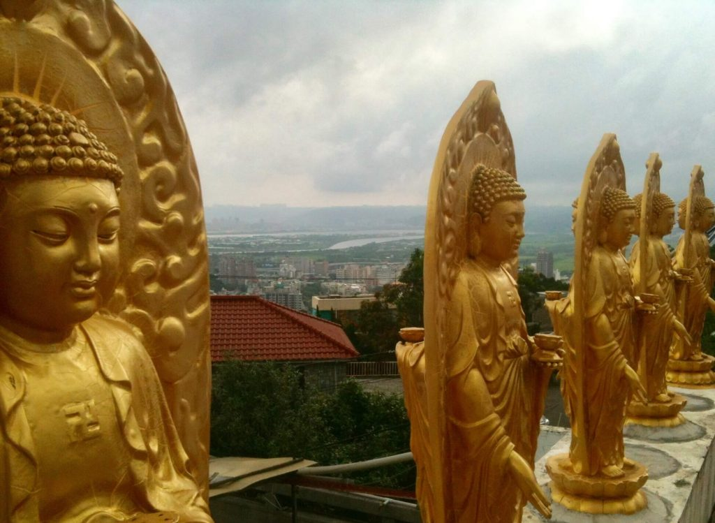 Statues and views at Zhaoming Temple