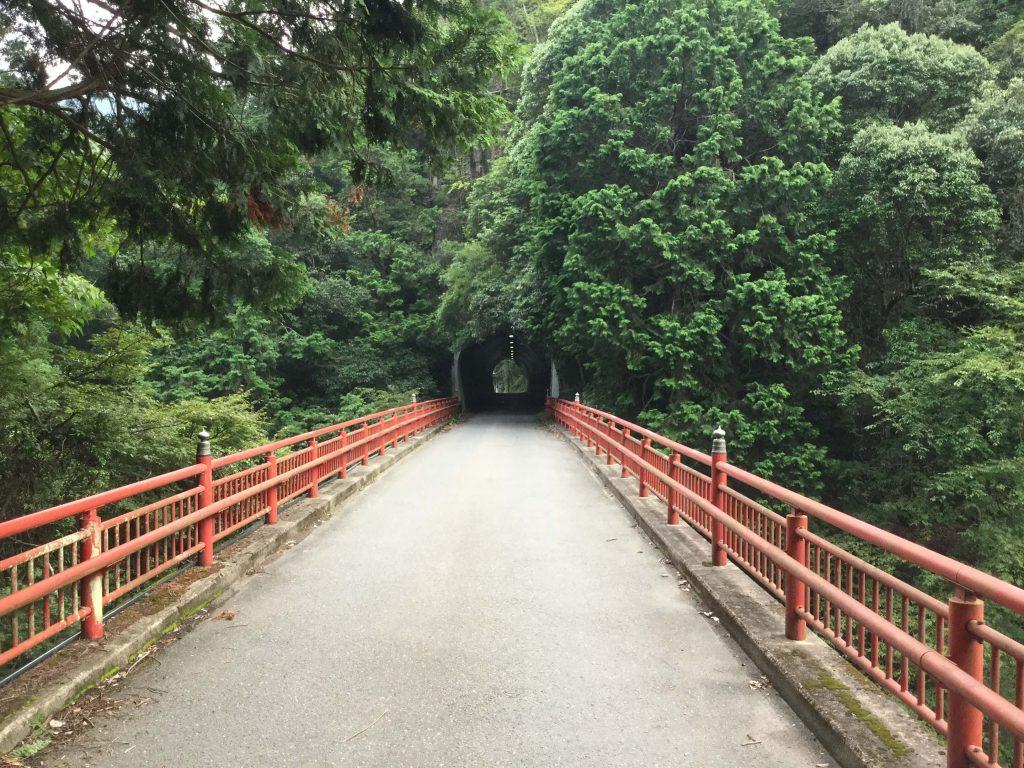 Road to Hozukyo Station