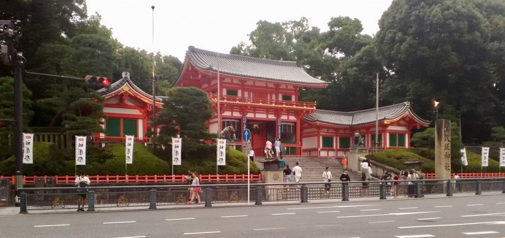 The entrance to Yasaka Shrine in Gion, Kyoto