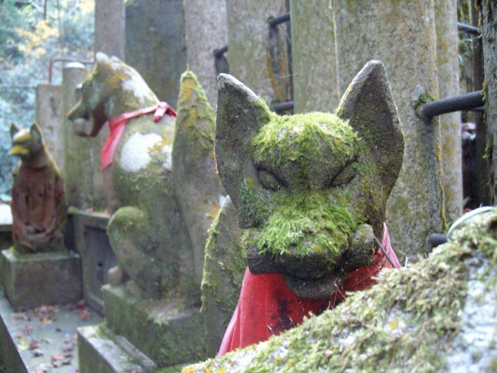 Fox statues at Fushimi Inari