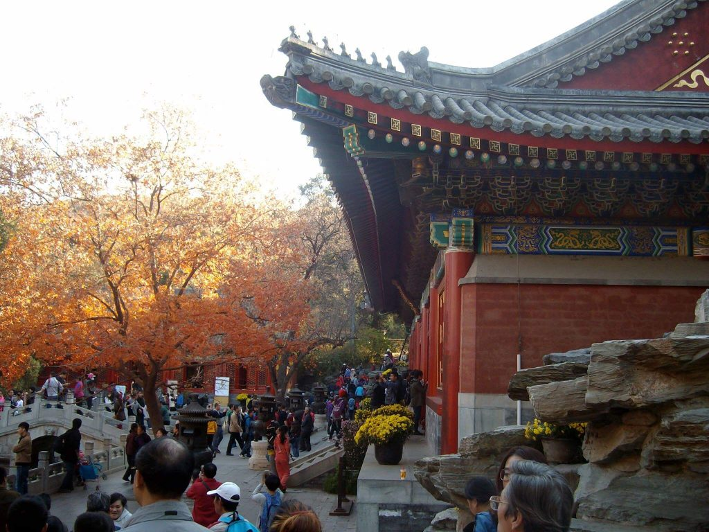 Autumn leaves in front of a temple at Xiangshan