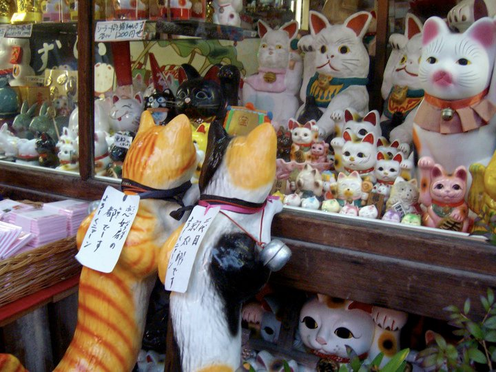 Shop window display of cat figurines by the Sannenzaka steps