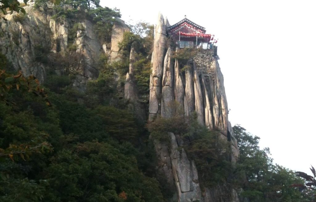 Yeonjudae cliff-top temple, Gwanaksan