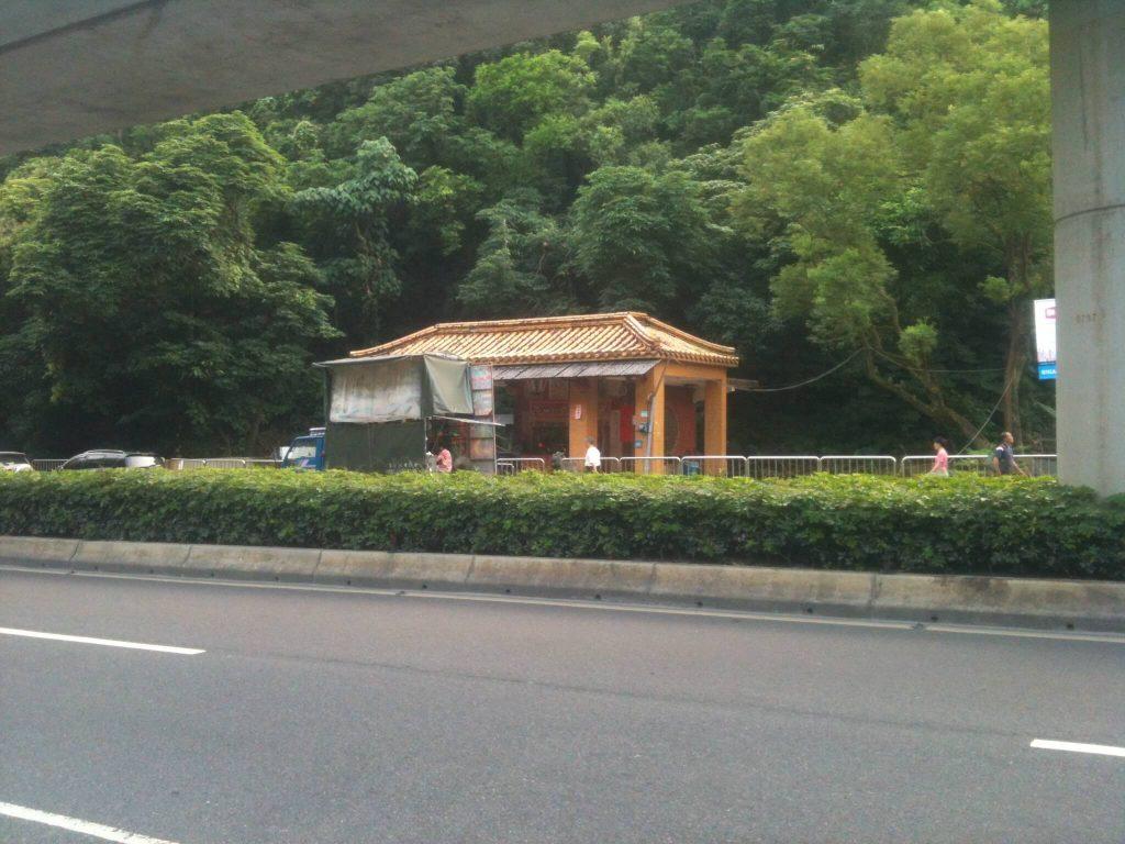 Small temple opposite the start of the Kangleshan trail