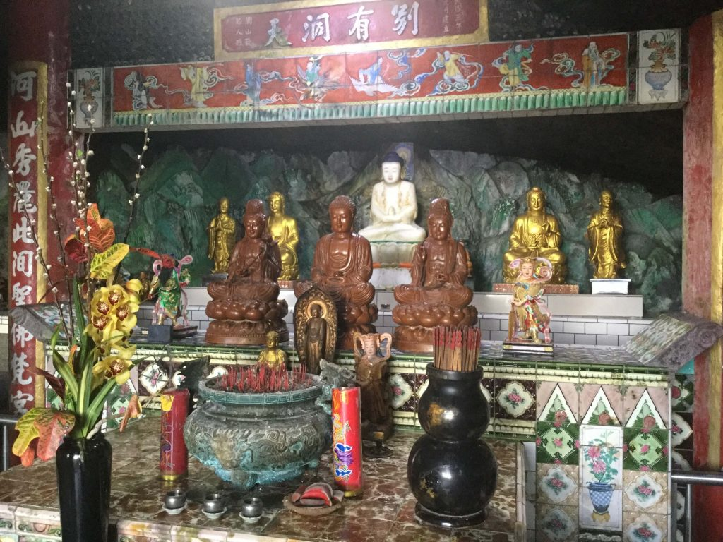 The main altar of Yinhe Cave Temple