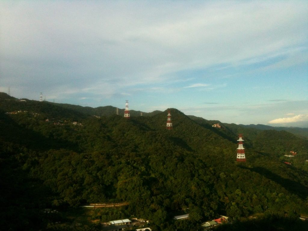 Looking back along the ridge towards Bishan Temple from Jinmian Rocks