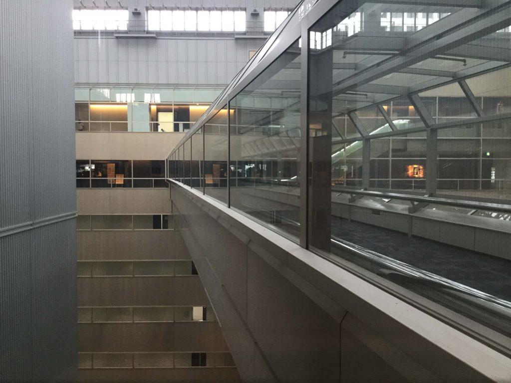 The walkway at the top of the Shinjuku NS Building