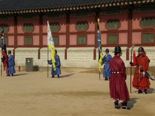 Changing of the guard at Gyeongbokgung palace, Seoul