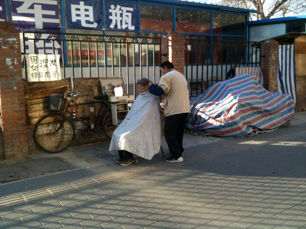 Pop-up street barber in Beijing