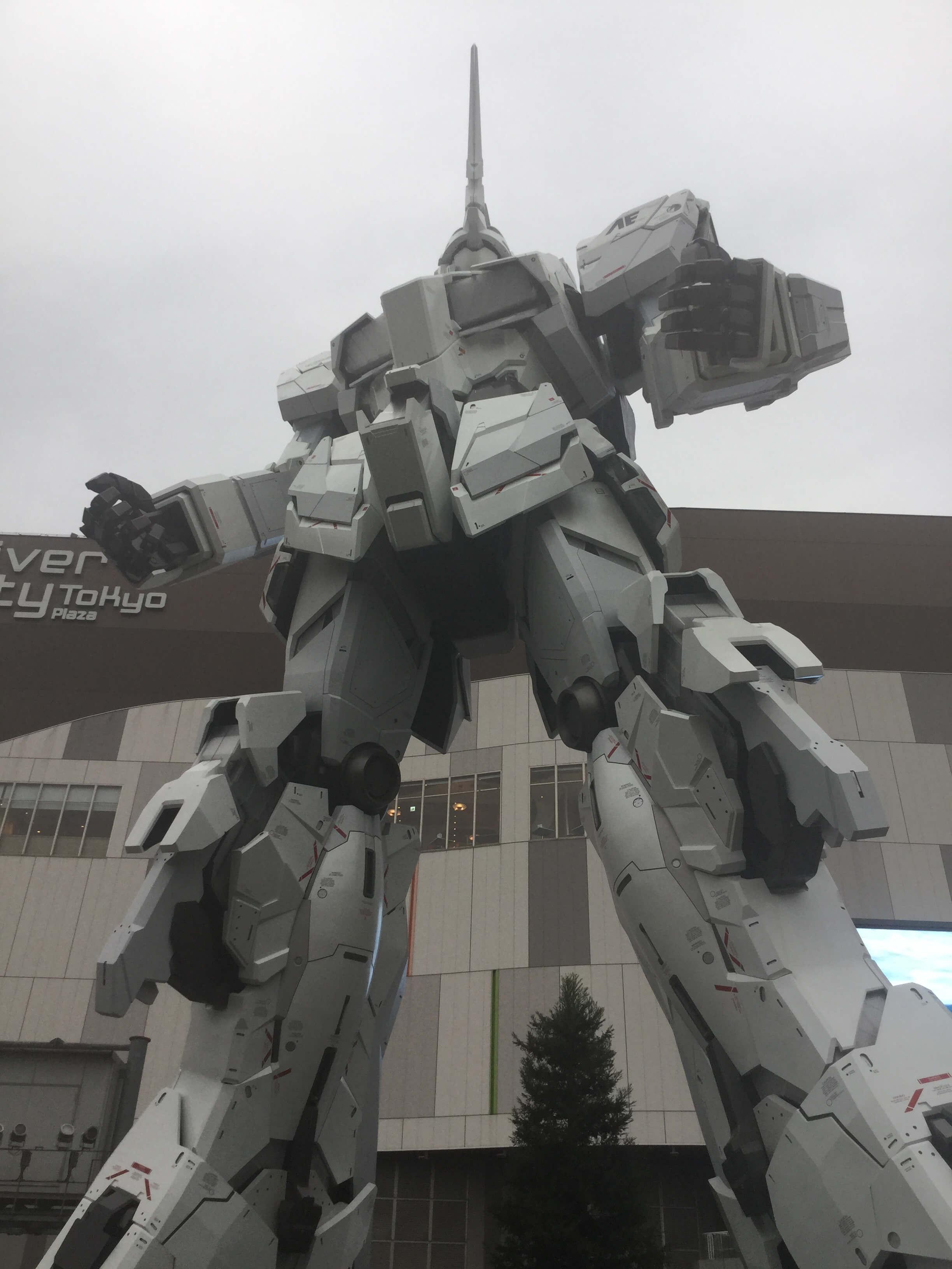 The new Gundam statue in Odaiba