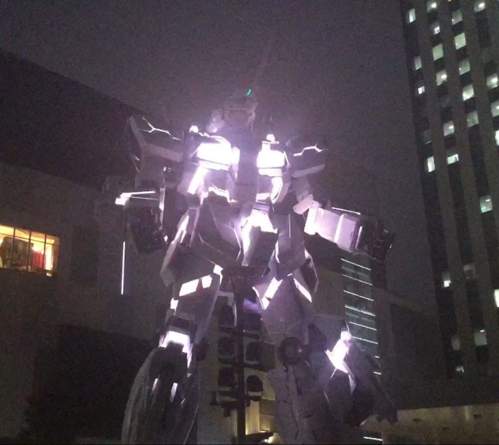 The new Gundam statue in Odaiba