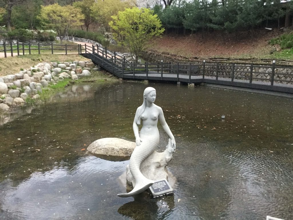 Mermaid statue, Achasan
