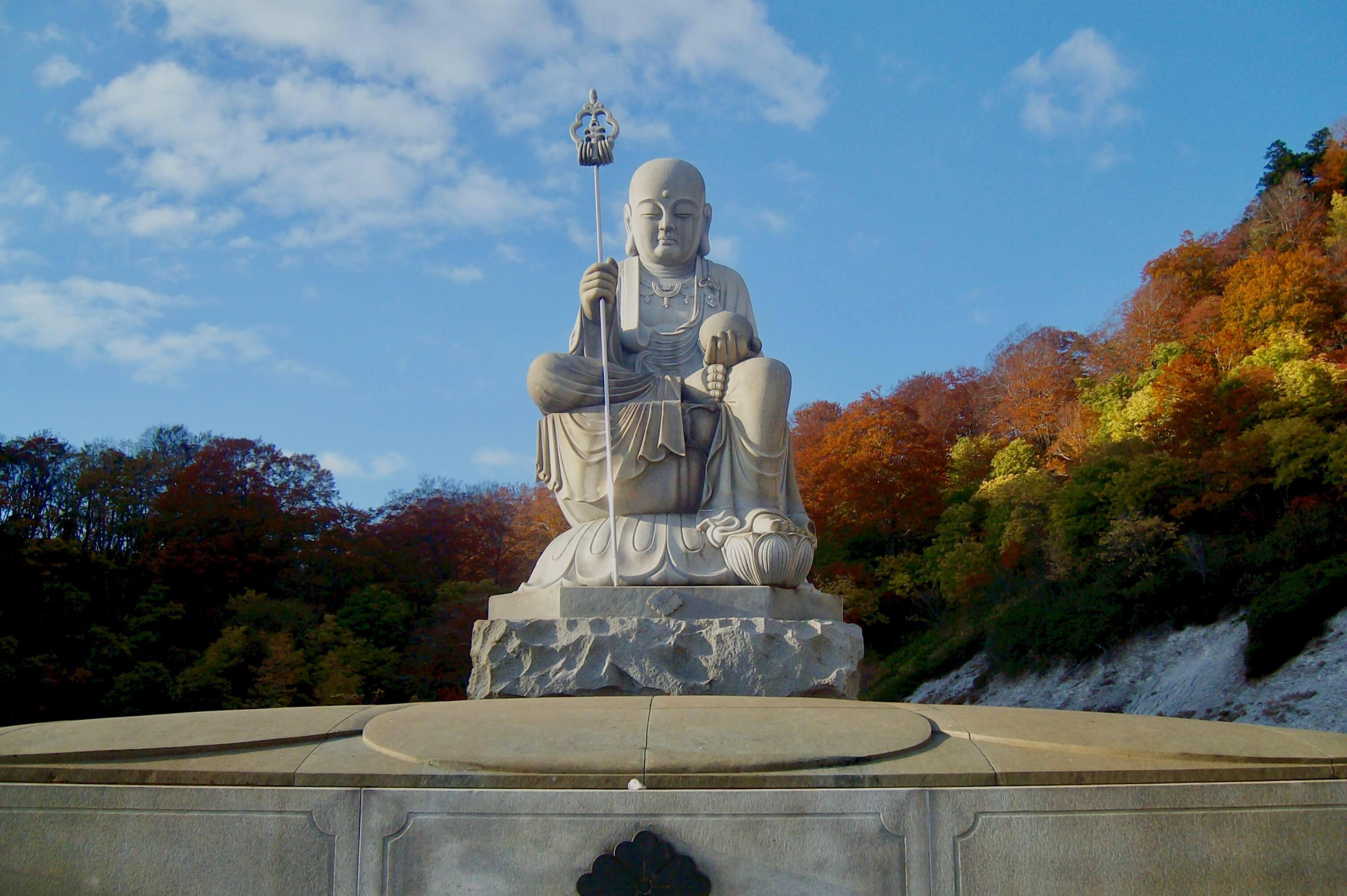 Buddha statue and autumn colours at Osorezan