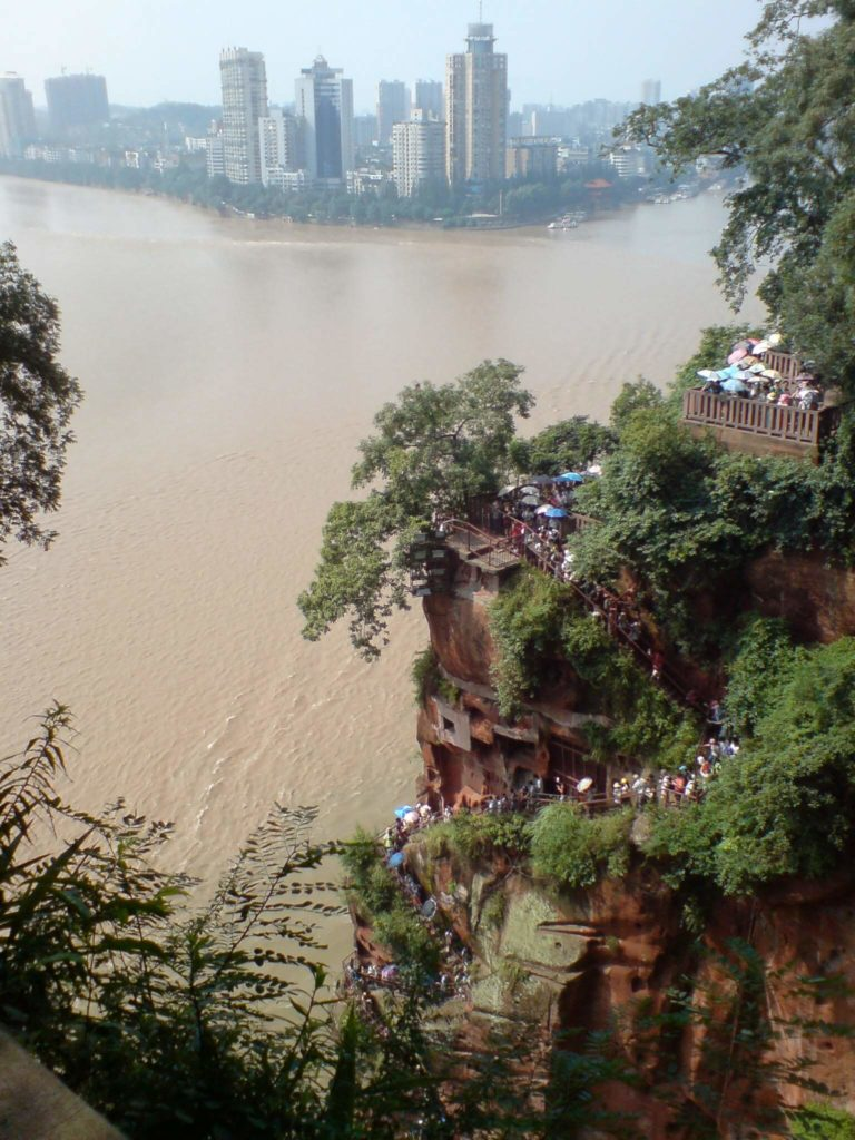 The long line of people down the cliff to see the Leshan Great Buddha