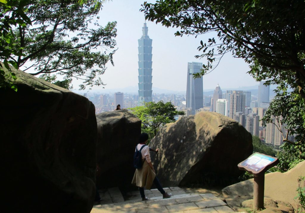 The 6 boulders viewpoint on the Xiangshan hiking trail
