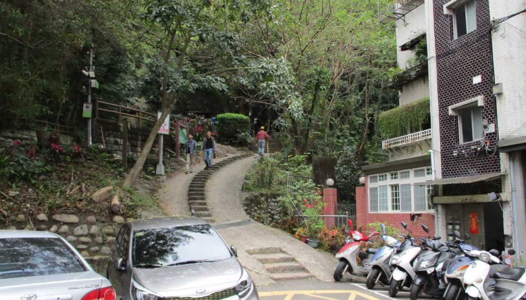 Start of Jinmian hiking trail