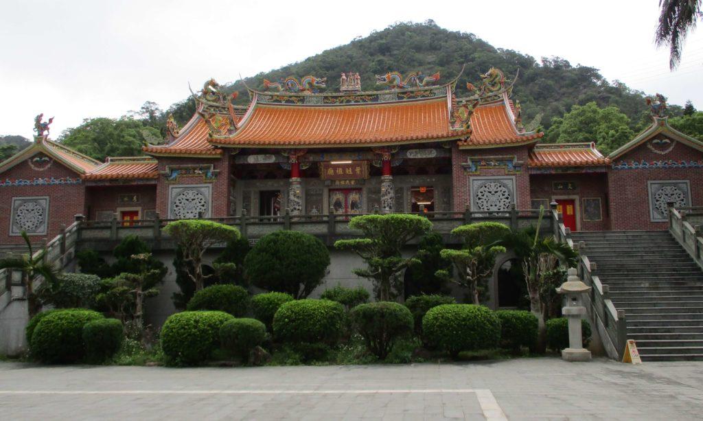 Temple next to Dagou Riverside Park