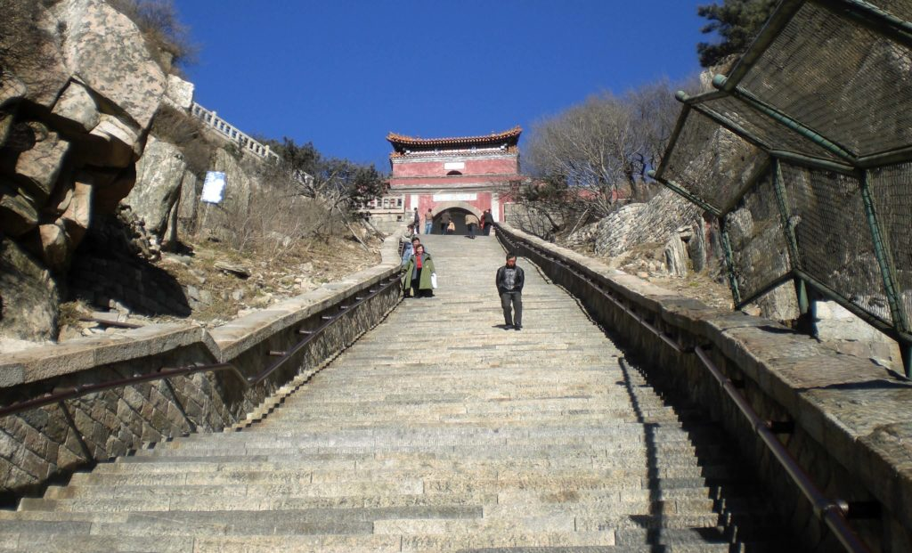 Hiking up Taishan