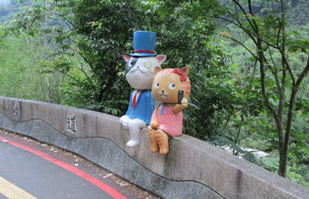 Cat statues in Maokong