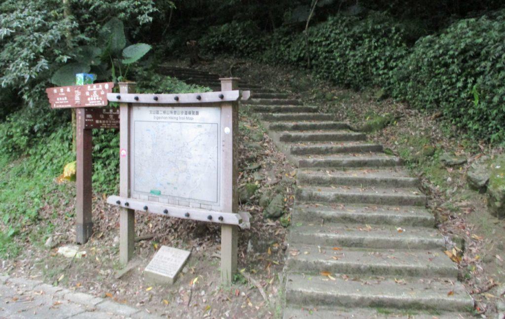 Walking to Zhinan Temple from Maokong