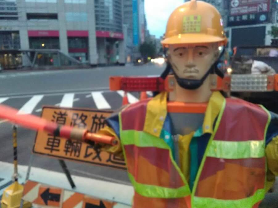 Roadworks robot in Taipei